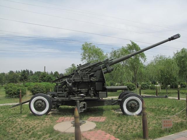 包头/59式100毫米高射炮,用于对付高度在12000米以下的空中目标,